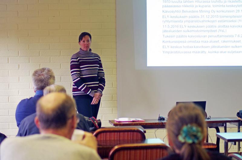 Tiistain yleisötilaisuudessa yksi puhujista oli Susanna Juntunen ELY-keskuksesta. Yleisöä oli paikalla viitisentoista.
