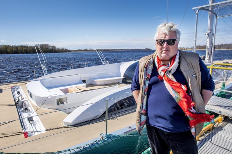 Baltic Yachtsilla järjestettyyn laiturijuhlaan saapui yllätysvieras, kun yhtiön saksalainen omistaja Hans Georg Näder kunnioitti tilaisuutta läsnäolollaan.