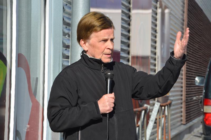 Mauri Pekkarinen jätti eduskunnan 40 vuoden jälkeen ja on nyt ehdolla Euroopan parlamenttiin.