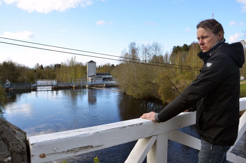 Kaustisen kalastuskunnan puheenjohtaja Mika Yli-Soini kertoo, että paikalliset kalastustoimijat ovat toivoneet jo pitkään kalatietä Pirttikoskeen. Nyt kalat eivät pääse voimalaitoksen ohi alajuoksulta yläjuoksulle.