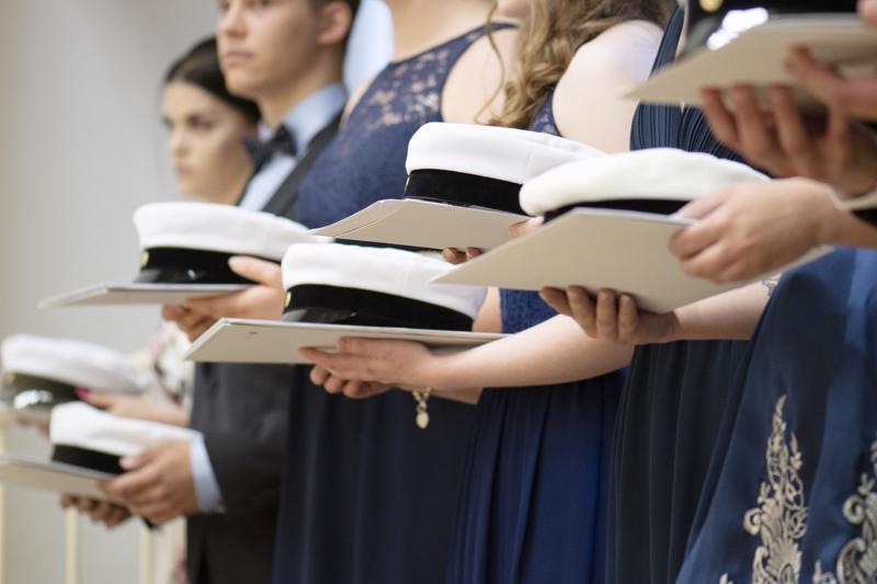Nivalan lukiosta ylioppilaslakin vetää tänä keväänä päähänsä 43 uutta ylioppilasta.