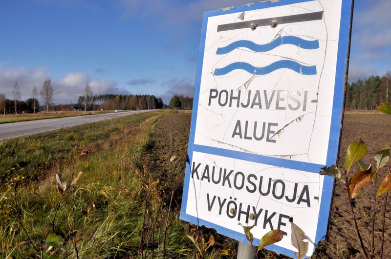 Aluehallintovirasto päättää, saako Vesikolmio Oy rakentaa Pyhäjärven Pitkäkankaalle vedenottamon vai ei.