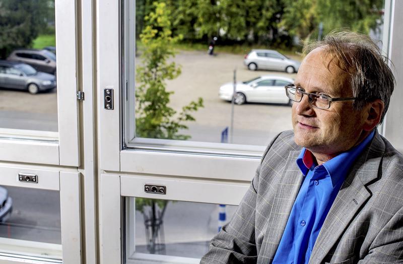Kokkolan yhteislyseon rehtori Raimo Lammi.