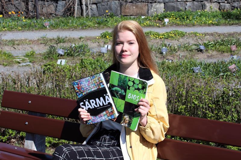 Pietarsaarelainen ylioppilaaksi valmistuva Ada-Maija Huurtela pitää tärkeänä, että opiskelun ohella pidetään kiinni muustakin elämästä.