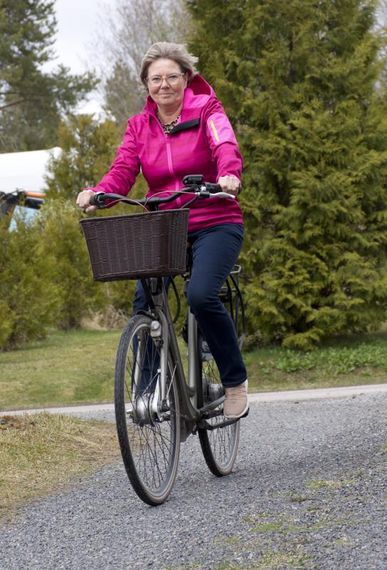 Sähköpyöräily on ollut Mirja Esterin harrastus jo viisi vuotta.