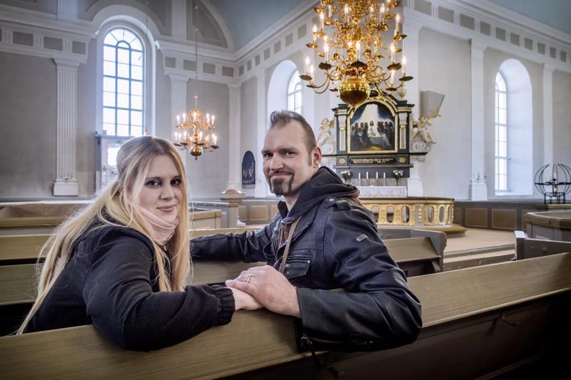 Maija Rahkola ja Antti Myllymäki menevät elokuun lopulla naimisiin Pedersören kirkossa. Häiden järjestelyille jäi aikaa noin puoli vuotta, sillä he menivät kihloihin vasta tänä keväänä.