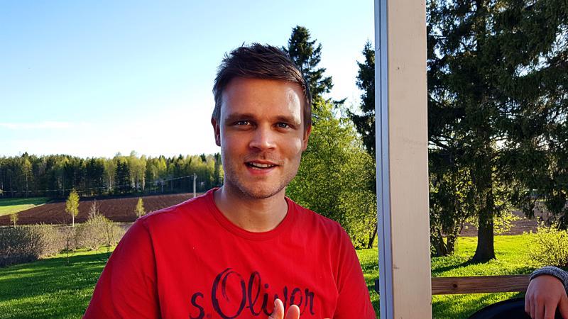 Ilkka Mattilalta on aiemmin julkaistu Lasten nikkarointikirja vuonna 2015 ja nuortendekkari Mysteerinmurtajat 2018.