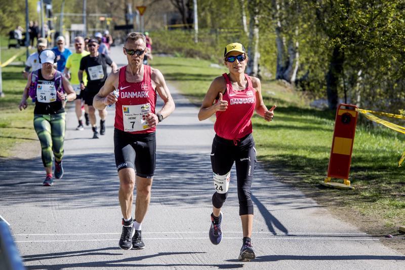 Voitot Tanskaan. Heine Kjärsgård Laursen (vas.) ja Bouchra Lundgren Eriksen ehtivät kuudessa tunnissa pisimmille sarjoissaan.