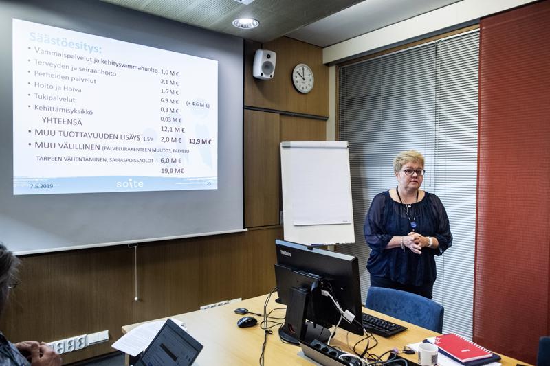 Alkuperäinen esitys. Soiten toimitusjohtaja Minna Korkiakoski-Västi esitteli viime viikolla hallituksen äänestyksissä supistunutta säästöohjelmaa.