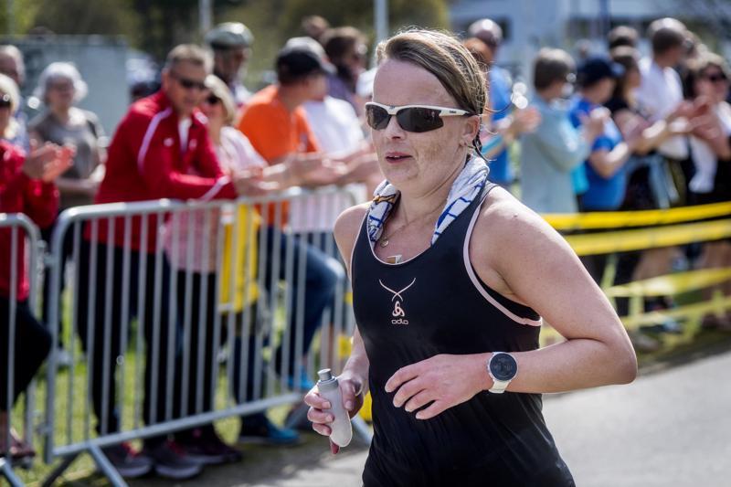 Teija Honkonen juoksi vuorokaudessa lähes 220 kilometriä.