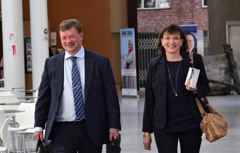 Jouni Kemppainen vieraili vaimonsa Johannan kanssa keskustan piirikokouksessa Pietarsaaressa.