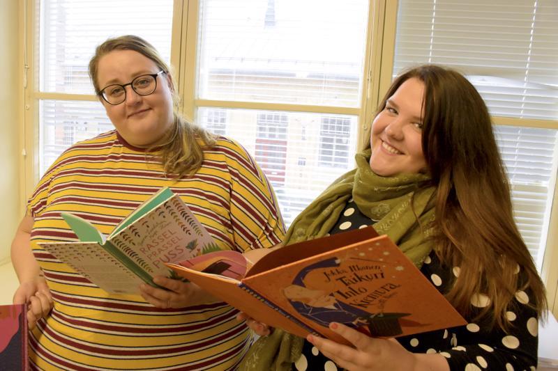 Sanataide on oiva ilmaisun muoto paitsi jo lukemisesta ja kirjoittamisesta kiinnostuneille lapsille, myös vilkkaille ja touhukkaille lapsille, joilla kommunikoinnin kynnys on ylitetty, Ellen Strömberg (vas.) ja Anniina Koivisto kertovat.