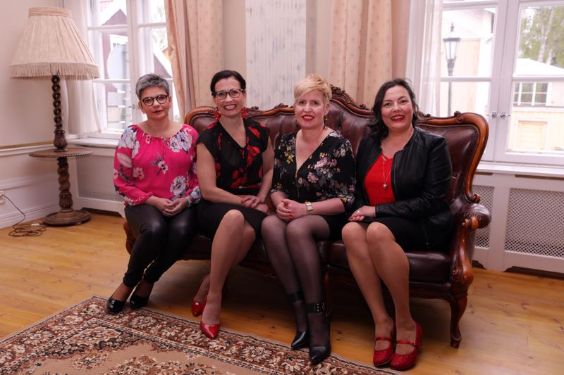 Heli Mäen, Tuula Peltoniemen, Elina Rinteen ja Tuija Luoman ystävyys perustuu arvostukseen ja luottamukseen. Jokainen on riittävän hyvä sellaisena kuin on.