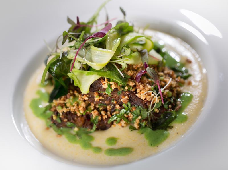 Ravintola Pikkuveli saa hyviä arvosteluja asiakkailta Tripadvisor-sivustolla. Ylivieskassa toimivalla ravintolalla on Chaine de Rotisseurs -tunnustus.