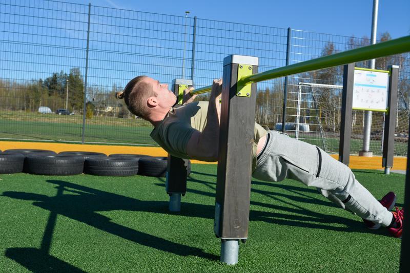Vaakasoutu auttaa kehittämään leuanvetoa ja selän lihaksistoa.