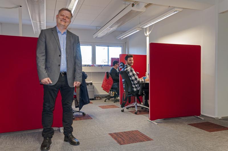 - Vientimme kasvaa koko ajan, sanoo RaiSoftin toimitusjohtaja Robert Åström. Taustalla ohjelmoija Maciej Bukowski.