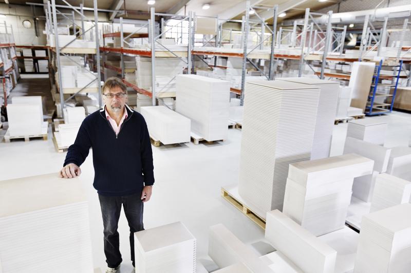 Kalusteoviin erikoistunut Kensapuu aloitti tuotannon Himangalla Targan-halleissa vuonna 1989. Vuosikymmenien aikana yritys on kasvanut, mutta toimii yhä samalla tontilla. Yritystä luotsaa kasvuun toimitusjohtaja Sauli Kurikkala.
