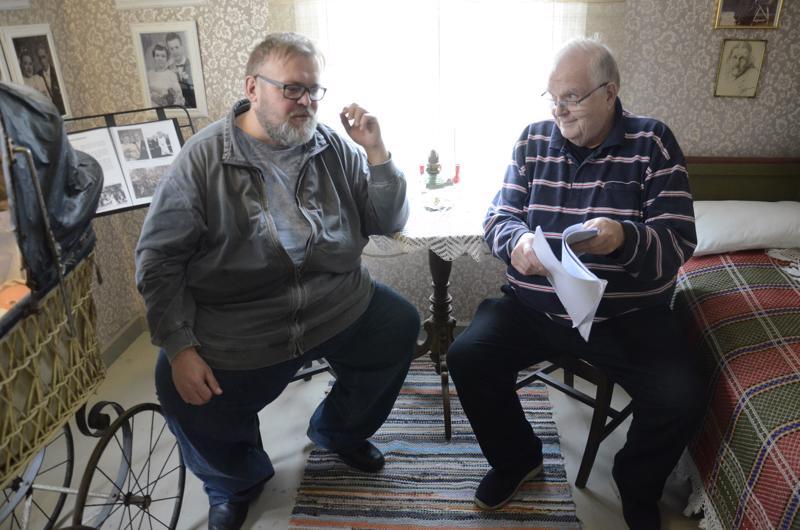 Kai-Eerik Känsälä ja Pekka Kivelä valmistelivat Mysteerio-näytelmää viime syksynä.