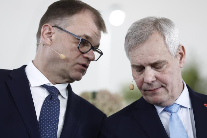 Keskustan puheenjohtaja Juha Sipilä ja  Sdp:n puheenjohtaja Antti Rinne esittelivät hallitusohjelman maanantaina.