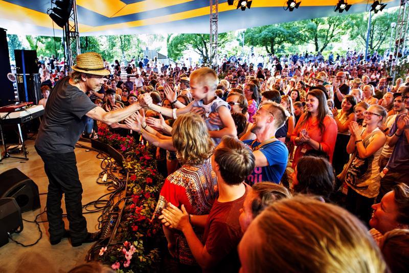 J. Karjalainen esiintyi Kaustinen Folk Music Festival -tapahtumassa heinäkuussa 2014.