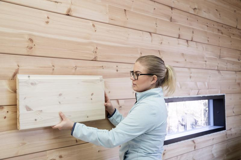 Tuleeko liian vaalea vai tumma? Jenni Hynnä on tallentanut rakennusvaiheen ajatuksiaan Instagram-tililleen. Takana on lukematon määrä koemaalauksia varsinkin olohuoneen isoa seinäpinta-alaa varten.