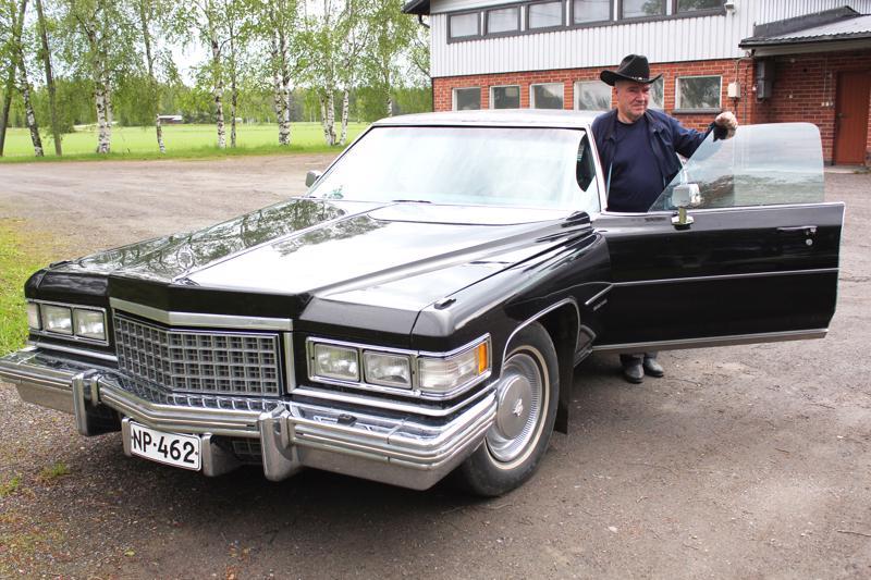Toivo Surakka ja Cadillac Fleetwood Brougham vm. 1976