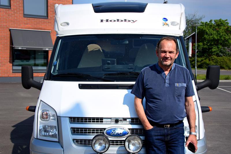 Aikatauluista irrottuaan Heikki suunnittelee lähtevänsä Jatan kanssa matkailuautolla katselemaan vähän maailmaa.