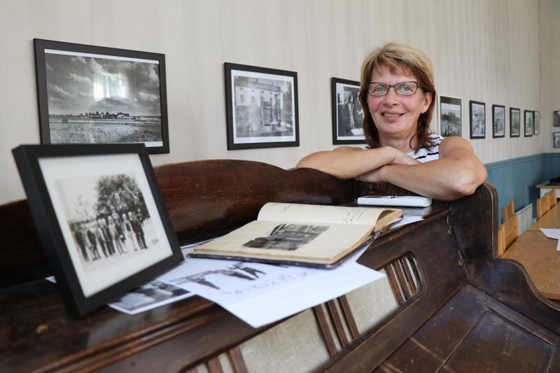 Nikulan kylätalolle on koottu kesän ajaksi vanhojen valokuvien näyttely. Idea kylän omasta valokuvanäyttelystä heräsi kolmisen vuotta sitten, kertoo kyläyhdistyksen puheenjohtaja Rut Mäki-Petäjä.