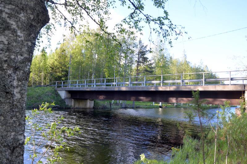Lehtomaan silta Halsualla.