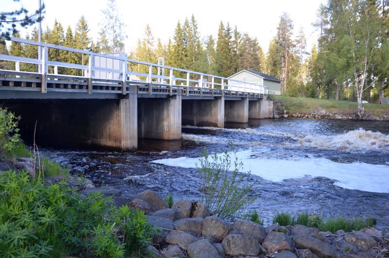 Alajoen myllypadon silta Halsualla.