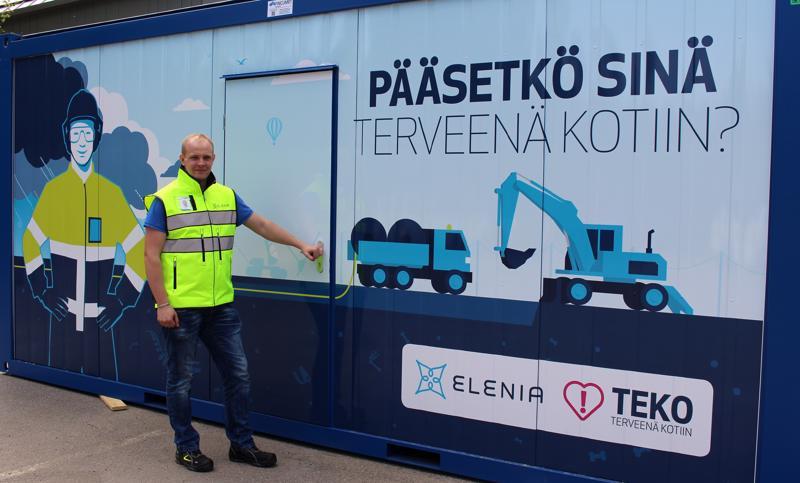 Pakohuonepeli Patu pysähtyy Haapavedelle viikolla 24. Kuvassa projektipäällikkö Mikko Kapanen.