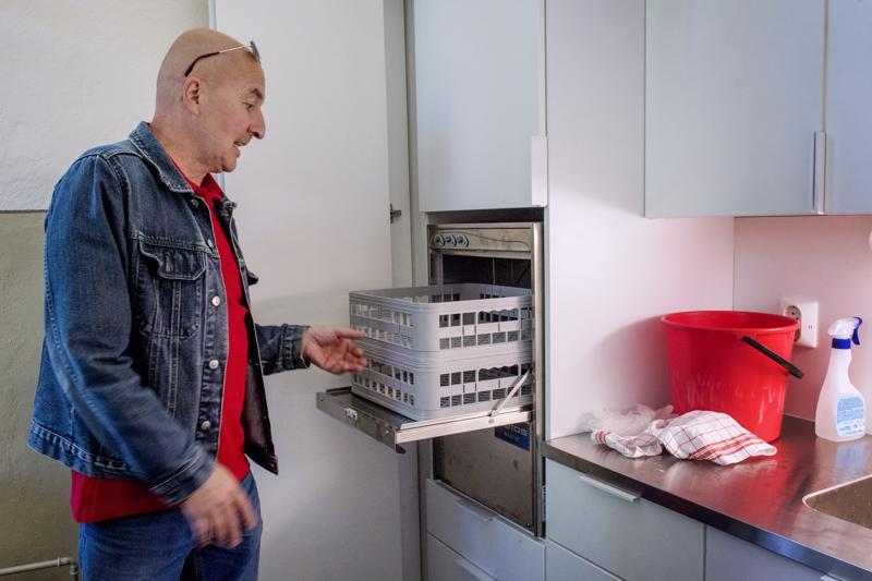 Sakastiin asennettiin tiskikone ehtoollismaljojen pesua varten.