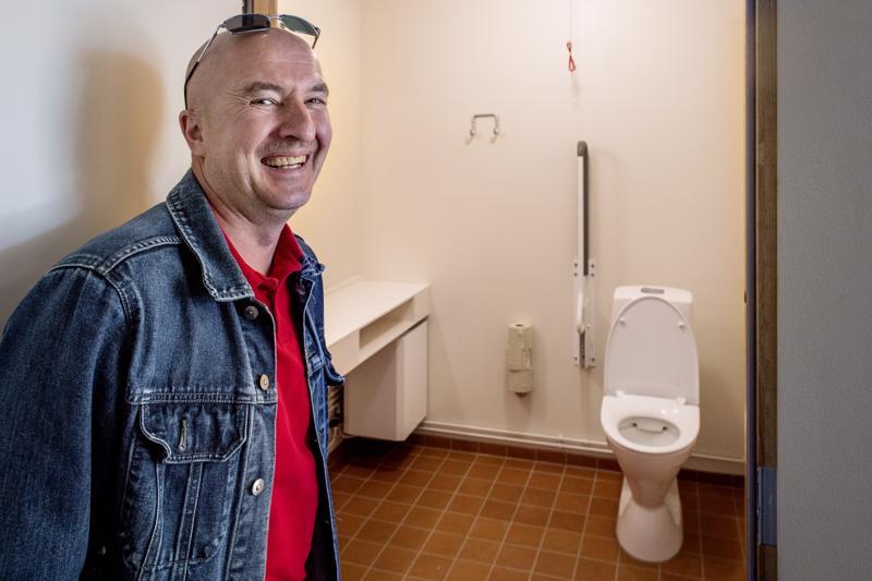 Tilava vessa on suntio Ilkka Vasalammen kirkkokansan toivoma parannus. Siellä onnistuu kirkkotilaisuuden aikanakin vaikka vaippojen vaihto.