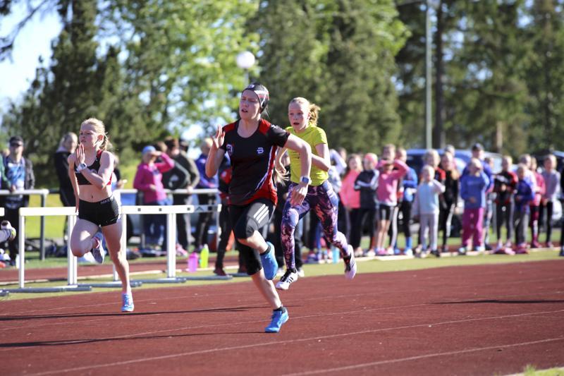 Essi Koivisto kiri 13-vuotiaiden tyttöjen sarjan voittoon 60 metrin juoksussa.