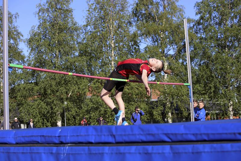 Teemu Simoinen voitti P13-sarjan korkeushypyn ja tulokseksi tuli 145 cm.