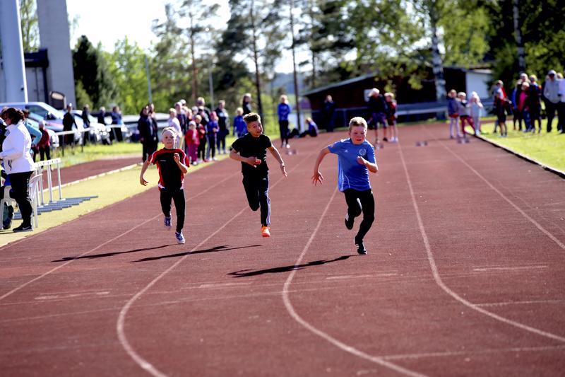 11-vuotiaiden poikien juoksukilpailu avasi pikamatkat. Ensimmäisessä erässä juoksivat Aatu Rannila, Jonne Läspä ja Valtteri Stenman.