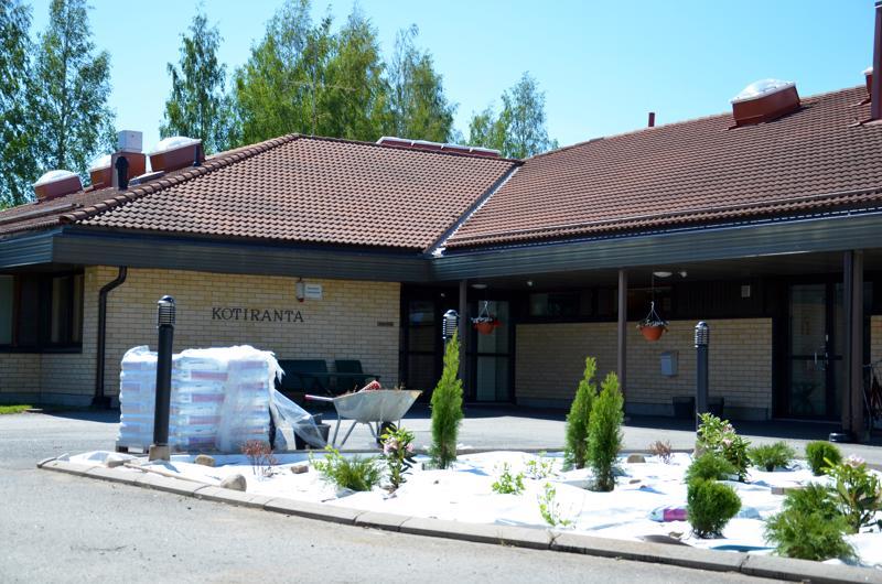 Palvelukeskus Kotirannassa Kannuksessa on tehty säätöjä ilmanvaihtojärjestelmään ja korjauksia vesikaton aluskatteeseen kosteusvaurioiden takia.