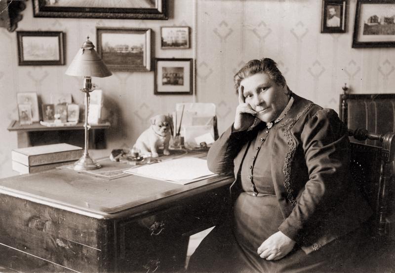Lucina Hagman piti tarmokkuutta suuressa arvossa. Hänen mielestään toimeliaisuus esti ihmistä vaipumasta hyödyttömään mietiskelyyn ja oman sielunelämänsä vatvomiseen.