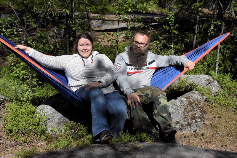 Pietarsaaren seudun Kehittämisyhtiö Concordian matkailukoordinaattori Linda Lindroos ja projektipäällikkö Sven Söderholm kannustavat ihmisiä luontoon liikkumaan.