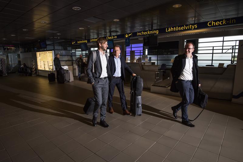 Kruunupyystä nousi Helsinkiin menevään koneeseen kymmeniä ihmisiä torstaina iltapäivällä.