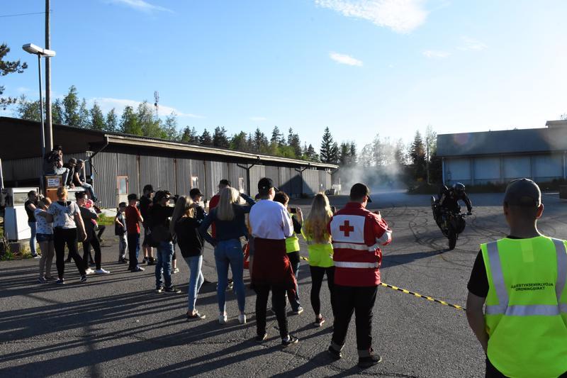 Mopotapahtumassa kävi arvion mukaan 150 henkeä.