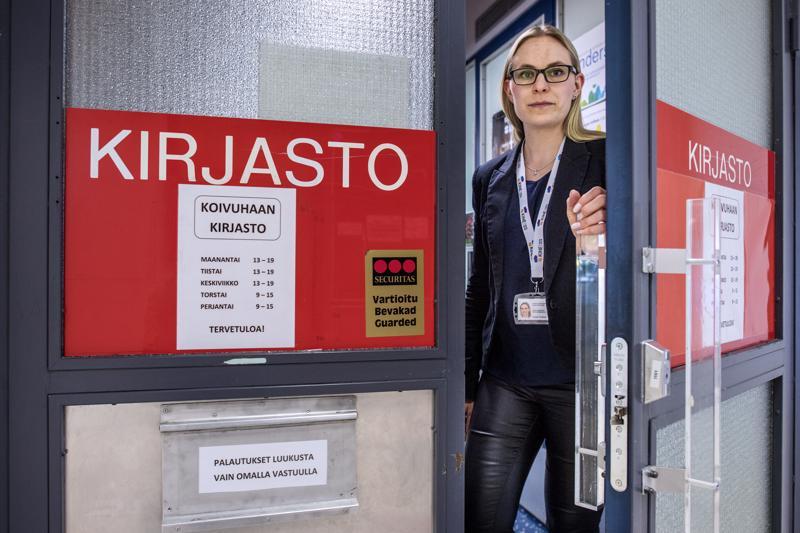 Koivuhaan kirjasto Kokkolassa on pitänyt ovensa suljettuna heinäkuussa useamman vuoden ajan. Kirjastonjohtaja Heidi Tuikan mukaan asiakkaat ovat tottuneet jo käytäntöön.