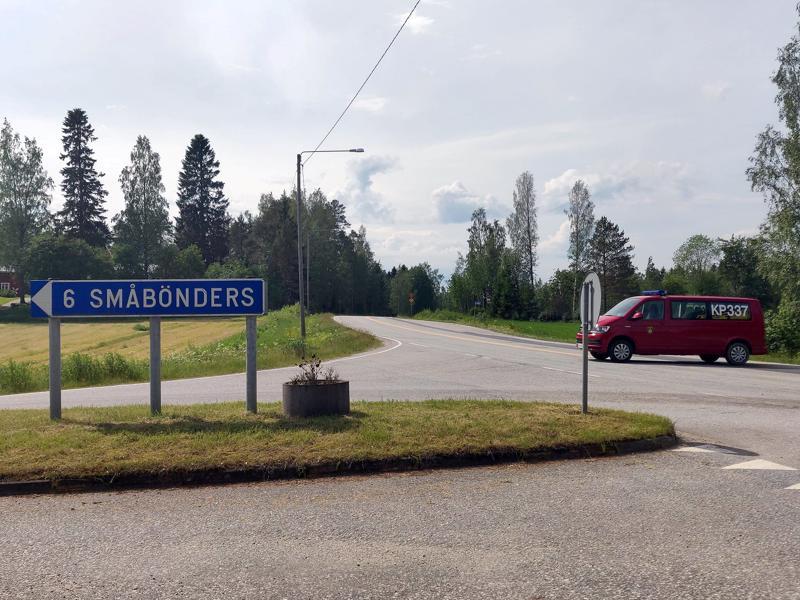 Kantatie 63 on parhaillaan poikki ja liikenne ohjataan Småböndersin kautta.