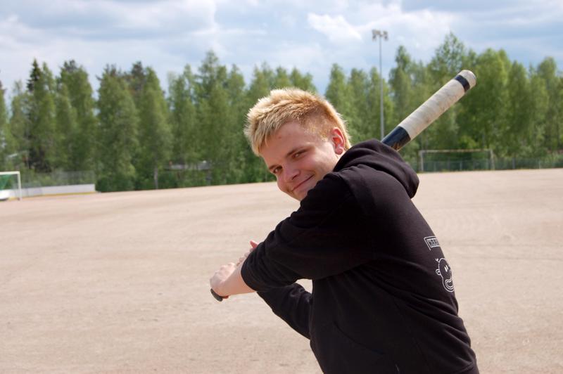 Oskari Jaakonaho odotti innoissaan uusia junnuja pesäpallokerhoon, jonka vetäjänä hän kesän ajan toimi.