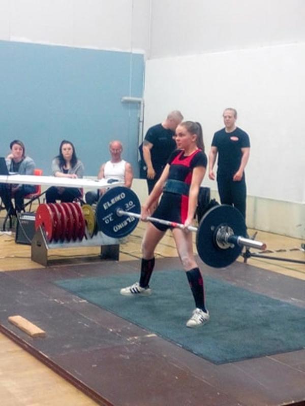 Voimanostaja Eerika Palosaari teki oman ennätyksensä Kokkolan NPower -kisoissa.