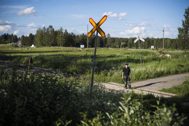 Väyläaktivisti Harri Finnilän sinnikäs työ palkittiin, kun valtiovalta lupasi sähköistää Savonradan ja korjata Haapajärven ja Saarijärven välisen osuuden.
