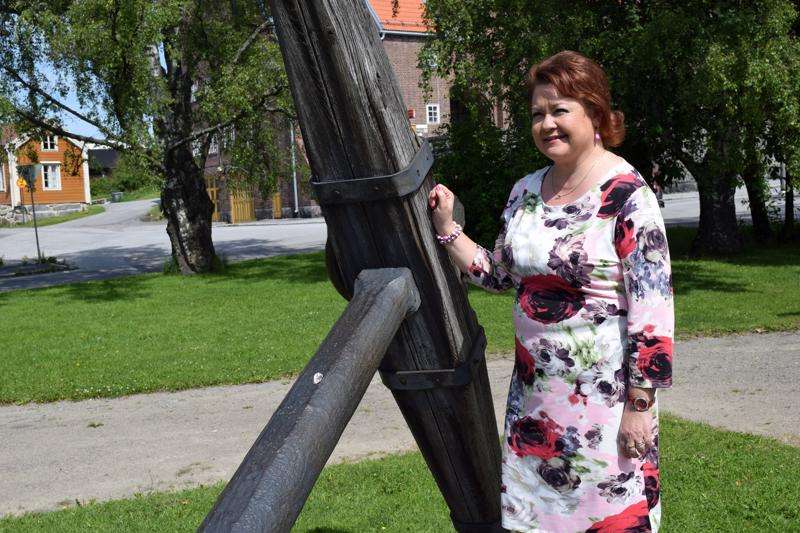 Pirkko Niku-Parttimaa eteni tangokilpialun finaaliin 200 laulajan joukosta.