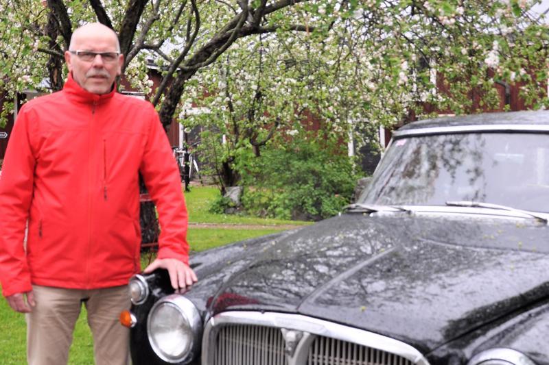 Juha Teerikangas kertoo, että Rover on hyvä menopeli vielä. Mittarissa on 56 000 kilometriä. - Ilmeisesti mittari on pyörähtänyt kerran ympäri eli todellinen lukema on 156 000.