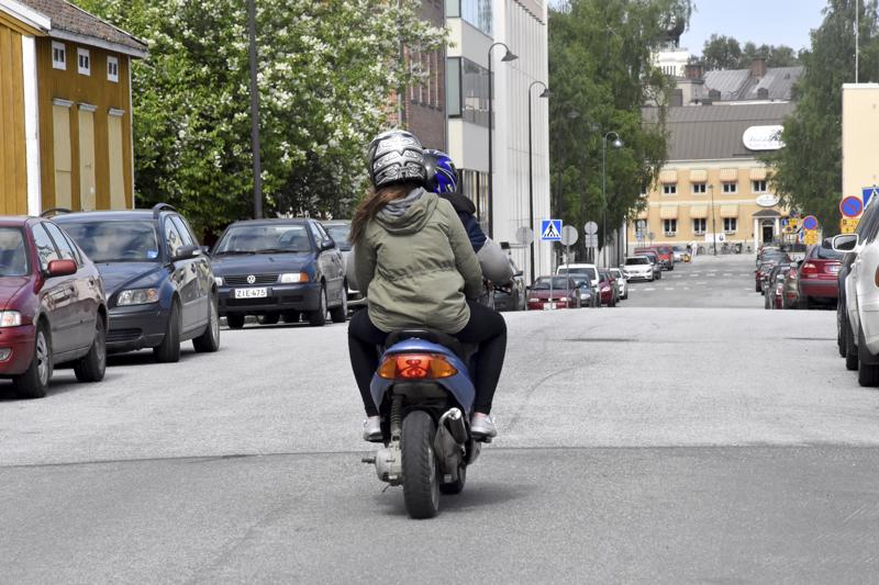 Kaupungin liikenneturvallisuustyöryhmä on keskustellut mopo-onnettomuuksista ja ajotottumuksista.