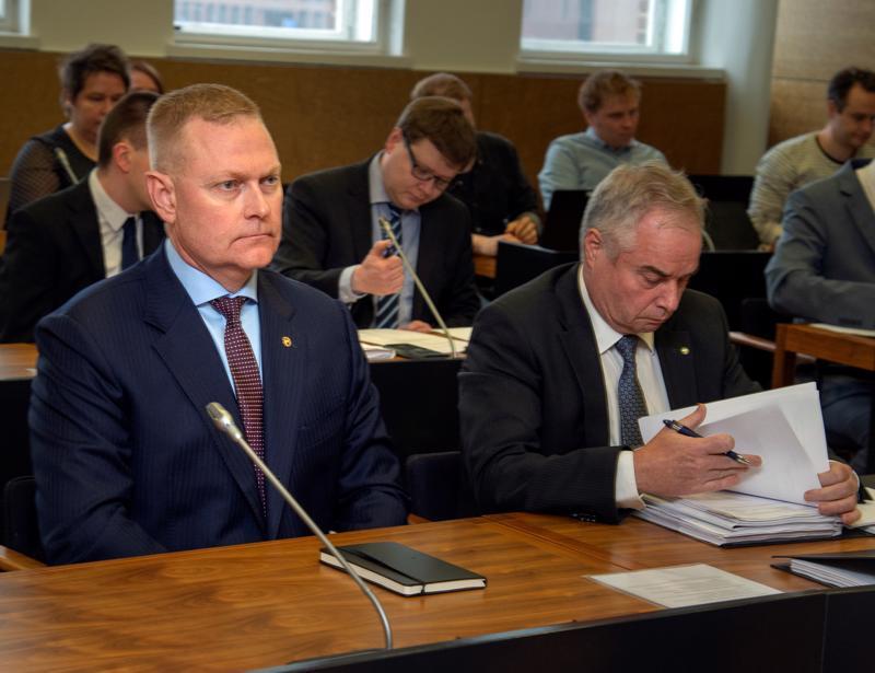 Eversti Markus Päiviön (vas.) koskevien syytteiden pääkäsittely tapahtui Helsingin hovioikeudessa toukokuun alussa.